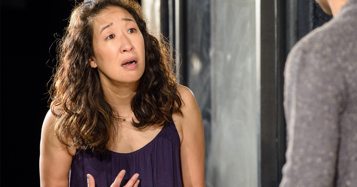Sandra Oh standing and speaking